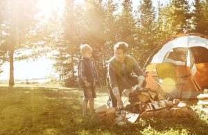 Camping mit Kindern / © gradyreese / Getty Images International