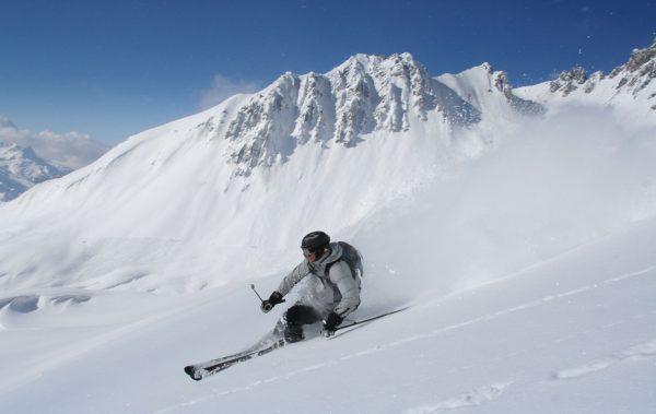 ski-fahren_slalomcarver-ski_kurvenradius-ski