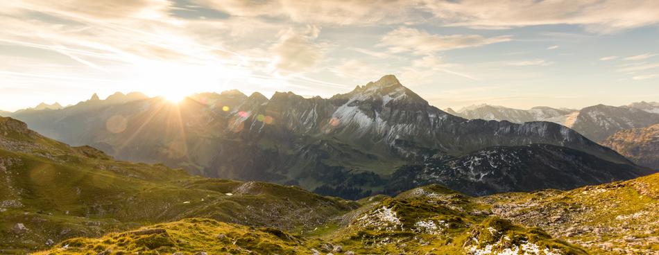 Sonnenaufgang in den Bergen / © Drepicter / Getty Images International